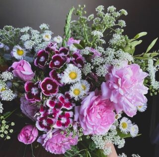 """Among our #Top10 this month is a #throwback to early May by @enduringblooms, 💯 Tennessee grown, pesticide free.   In full bloom here are: 🌸 Barbie Pink Heritage Garden Roses by @david_austin_roses 🌸 Queen Anne's Lace 🌸 Dianthus 🌸 Wild Daisies 🌸 Wild Grasses   Budding during the pandemic as an """"underground"""" delivery service for friends and strangers; a way to bring the sweet, transporting fragrance of this joy-making couple's """"backyard blooms"""" indoors, @enduringblooms has grown into a seasonal floral subscription studio featuring the best of the TN growing season.   While no two arrangements are ever alike (you can thank Mother Nature for that 🙌🏻), the commonality is always locally and sustainably grown blooms in season now. ☀️💐 Also, with every purchase, they gift an arrangement  to a local nursing home or care facility. ✨  You can read more about @enduringblooms, maybe even bond over music and skydiving, and shop three different monthly subscription options on The Bloomlist (link in bio). 👆🏻 Treat yourself or someone you love. ❤️   FOLLOW @theflowry for best in bloomcraft for people, spaces and occasions.  #onthebloomlist #enduringblooms #nashvilleflorist #tennesseegrown #americangrown #flowers #cutflowers #wildflowers #localflowers #seasonalflowers #springflowers #subscriptionflowers #bouquetofflowers  #flowersofinstagram #flowerdelivery #loveflowers #instabouq #floraldesign  #floralstories #floralfix #floralchic #floralphile #shoplocal #prettythings #thingsilove #bloombeam #bloomthis #theflowry  """