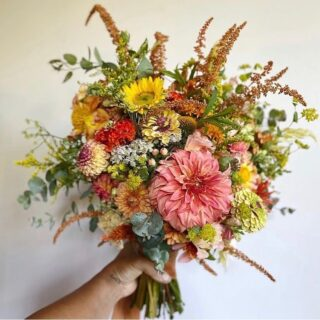 """You think it's easy? It's not!  Our #top5 this week: Seasonal flowers, locally & American grown; a glorious mashup of Roses, Zinnias, Cosmos, Dahlias, Queen Anne Lace, Yarrow, Lisianthus, Celosia, Gerberas, Black Eyed Susan & more, more more, all blooming now, across the USA, east to west, north to south.   Summer blooms make me feel fine. 🎶   From left to right: 👈   🌼 @hometownflowerco Huntington, NY. What's not to L O V E about this dreamy, summertime sunset palette created by a former PR gal turned local flower activist & designer on Long Island, NY. PS. They sell blooms out of a truck.    🌼 @blossomandbranch Charlotte, NC. Created for a """"pink and white Boho shower,"""" says owner Kristy, """"local flowers can make your event super special. It'll look like you spent all day in the garden!"""" We say, yes please to that! 🖐   🌼 @antherafloral Normandy Park, WA. Garden grown Cosmos, Poppies & Sweetpeas, pink with a pop of yellow! 💖   🌼 @flowercasita Petaluma, CA. """"It's as if the earth oozes this floral palette for stunning design,"""" says owner Tali, whose respect for farm flowers, seasonal & sustainable design guides her work.  🌼 @burghblooms Pittsburgh, PA. This family had an idea to turn vacant lots into micro flower farms in the Larimer section of Pittsburgh - to both pretty up the hood and make fresh & local flowers available to their community. Local stories are the best stories. 💛   The Flowry connects flower lovers with eco-conscious florists prioritizing American grown, seasonal flowers & sustainable design practices. Visit The Bloomlist (link in bio)👆for your next floral giving occasions.  #whatsbloomingnow #seasonalflowers #sustainabledesign #floraldesign #nofloralfoam #onthebloomlist #longislandflorist @charlotteflorist #normandyparkflorist #petalumaflorist #pittsburgflorist #americangrown #farmtovase #flowers #localflowers #weddingflowers #flowerstagram #flowering #floralstories #underthefloralspell #slowfloralstyle #slowliving #pursuepretty #prettythings #ihaveth"""